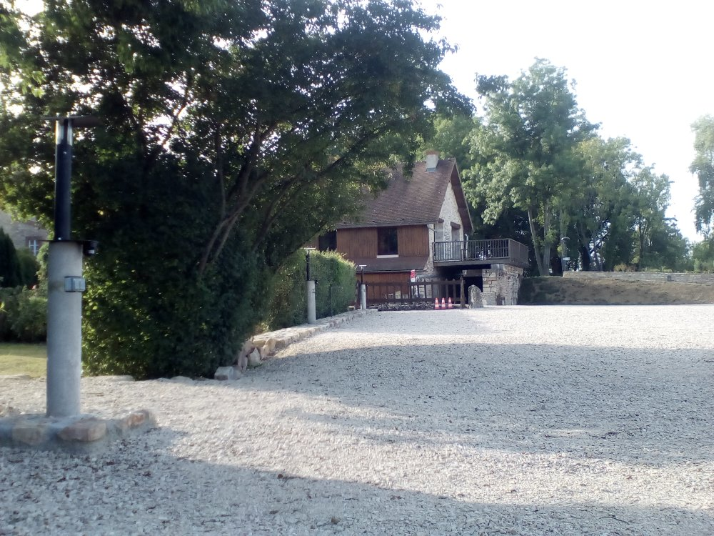 Aire camping-car à Givry (71640) - Photo 4